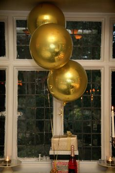 Stunning gold Orbz balloons are perfect for any occasion.
