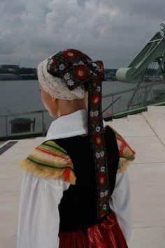 Virolahti man and a woman folk costumes-T: mi Soja Burglary Norway Viking, Folk Clothing, National Art, Ethnic Dress, Folk Fashion, Folk Costume, Traditional Outfits, Finland, Scandinavian