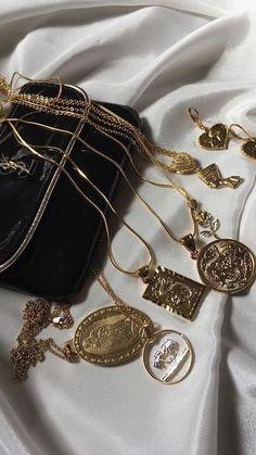 Du liebst elegante und stylische Halsketten?✨ nybb.de - Der Nr. 1 Online-Shop für Damen Accessoires! Bei uns gibt es preiswerte und elegante Accessoires. Wir wissen was Frau braucht!❤ #mode #fashion #schmuck #halsketten