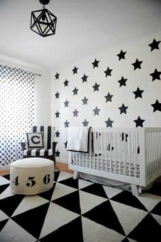 Black and White Geometric Nursery - love the mix of modern patterns. The @ubbiworld black and white diaper pail would fit right in. #PNpartner