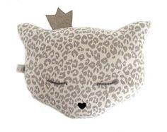 Leopardo de cojín en terciopelo, bordados con algodón gris oscuro, corona y estrenando nariz, colchón de niño de ojos