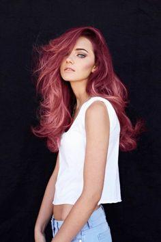 fille avec cheveux rose, yeux bleus, teinture de cheveux