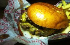 Alimente sua #gordice: dos Estados Unidos à Oceania, da Europa à Ásia fazendo escala na África, +40BC selecionou os melhores hambúrgueres de 10 países. Vamos a eles? #lifestyle #gastronomia #gourmet #hamburguer #hamburgueres #hamburger #viagem #viagens
