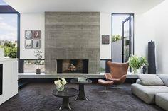 déco de salon avec cheminée en béton