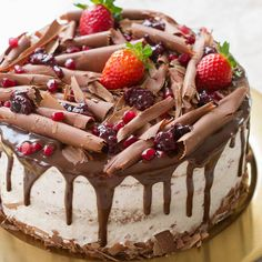 Bolos de Festa | Tradicional Bolos Caseiros Fondant Cake Designs, Cake Borders, Brownie Cupcakes, Food Decoration, Drip Cakes, Party Cakes, Cake Decorating, Deserts, Food And Drink