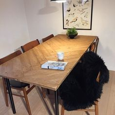 Image result for plankebord sildeben Upcycled Furniture, Diy Furniture, Dining Table, Dining Rooms, Chair, Wood, Interior, Design, Home Decor