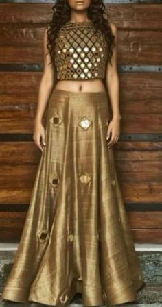 lehenga blouse design in golden color and mirror work Indian Look, Indian Ethnic Wear, Indian Bridal Wear, Indian Dresses, Indian Outfits, Western Dresses, Mode Bollywood, Lehenga Choli, Lehenga Blouse