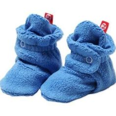 These Cozie booties are a great basic staple for your baby's wardrobe. They match with numerous Zutano prints and you'll find yourself reaching for them daily due to the perfect way they fit baby's fe