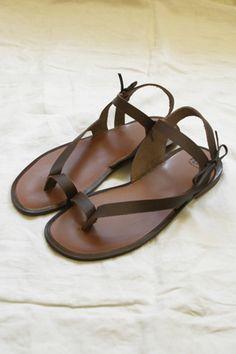 MAKIE: Women's PéPé Sandal -Brown. Just such a great basic sandal