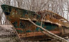 In July of 2012, James Malott and his friends thought they'd do some kayaking down the Ohio River. They were just a bunch of normal guys, but they were about to come across a find that only explorers discover after extensive searches.    The Middle Of Nowhere They are kayaking along and they run into this sight. Could you imagine this being hidden in the middle of the Ohio River untouched for 110 years? What Is It?    They slowly kayaked by ghost ship. But, they had no idea what to think…