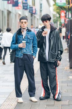In Tokyo, the street style is on another level. Keep up with the best looks from Tokyo Fashion Week in this slideshow. Asian Street Style, Tokyo Street Style, Street Style Trends, Japanese Street Fashion, Tokyo Fashion, Harajuku Fashion, Cool Street Fashion, Korean Fashion, Street Styles