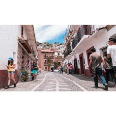 By leo_fiorito: #mexico #taxco #mexican #urban #azteca #latinoamerica #streetphotography #fotocallejera #fotografia #ph #photography #fotografiaargentina #fotoperiodismo #canon #canonistas #canonistasargentinos #canonargentina #canon_official #picoftheday #colorphotography #color #landscape #panoramica #panoramic #paisaje #architecture #street #landscape #contratahotel