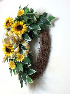 Wreaths For Front Door, Mesh Wreaths, Sunflowers And Daisies, Sunflower Wreaths, Summer Wreath, Spring Wreaths, Beauty Inside, Pretty Cards, How To Make Wreaths