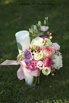 Sweet  #flowerdipity #baptism #wedding #flowers #candle #event #peach #white #fuchsia #lila Pillar Candles, Wedding Flowers, Peach, Garden Roses, Pink Flowers, Sweet, Events, Candy, Peaches