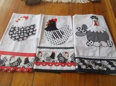pano de prato - Pesquisa Google Dish Towel Crafts, Dish Towels, Tea Towels, Sewing Crafts, Sewing Projects, Chicken Pattern, Latch Hook Rugs, Farm Crafts, Kitchen Hand Towels