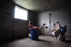 Consejos para poder abordar un montaje fotográfico con personajes en plena levitación. ¿Alguna vez te has preguntado cómo se hacen estas fotografías?