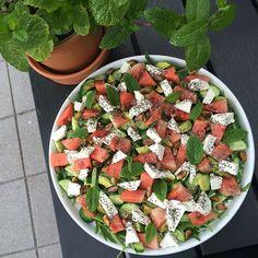 Spændende vandmelonsalat m. avocado, feta, pistacienødder, chiafrø og mynte