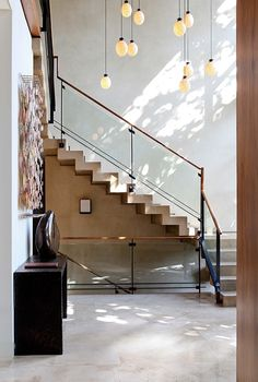 modern staircase design by William Hefner Love the baluster Architecture Details, Interior Architecture, Interior And Exterior, Railing Design, Staircase Design, Stair Railing, Porch Stairs, Stair Design, Staircase Ideas