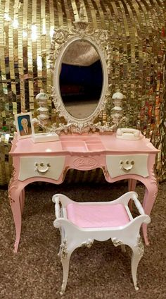 Rare Suzy Goose pink vanity set, circa 1965. From the collection of Summer N John.