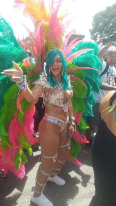 Rihanna Smolders in Sexy, Beaded Bikini with Turquoise Hair at Barbados' Crop Over Festival on Monday August Rihanna Carnival, Carnival Girl, Carnival Outfits, Carnival Costumes, Estilo Rihanna, Rihanna Mode, Rihanna Riri, Rihanna Style, Rihanna Baby