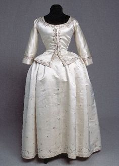 Silk Gown, consisting of jacket & skirt -- Sweden -- Kulturen i Lund 18th Century Dress, 18th Century Clothing, 18th Century Fashion, Historical Costume, Historical Clothing, Lund, Vintage Outfits, Vintage Fashion, Period Outfit