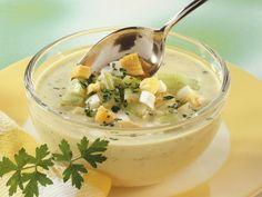 Gurken-Kefirsuppe ist ein Rezept mit frischen Zutaten aus der Kategorie Kaltschale. Probieren Sie dieses und weitere Rezepte von EAT SMARTER!