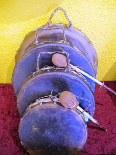 Navajo 2 face hand drums Tambour, Instruments, Art Premier, Navajo, Drums, Round Sunglasses, Face, Native American Crafts, Round Frame Sunglasses
