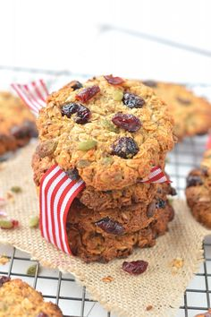 Easy Oatmeal Breakfast Cookies with wholegrain oats, coconut , cranberries and pumpkin seeds. An healthy grab and go breakfast to kick start morning energy.