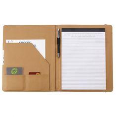 Egy abszolút trendi, természetes, környezetbarát és elegáns ajándék. A4-es méret, benne 25 oldalas A4-es méretű jegyzetfüzettel. A mappában egy zseb lett kialakítva a névjegykártyák tárolására, illetve egy gumis fül a tollak számára (a toll nem tartozék). A mappa egy ellasztikus gumiszalaggal könnyedén lezárható.  Kiváló promóciós ajándék igény szerint céges logóval vagy felirattal ellátva (akár az első és hátsó oldal is). Office Supplies, Notebook, Design, Search, Product Development, Promotional Giveaways, Commonplace Book, Decal, Productivity
