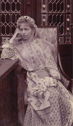 Queen Maria in a Romanian folk costume Princess Victoria, Queen Victoria, Folk Costume, Costumes, Maud Of Wales, Romanian Royal Family, Alexandra Feodorovna, Princess Alexandra, Casa Real