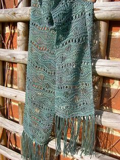 wavy and stitchy and gratis... FREE pattern: Go to http://pinterest.com/DUTCHYLADY/share-the-best-free-patterns-to-knit/ for more than 1500 FREE patterns to KNIT