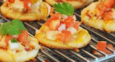 Chicken Taco Mini Pizzas...great idea for mexican dinner appetizers!