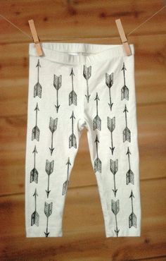Baby leggings, white and black arrow print, arrows leggings, tribal leggings, pow wow party outfit, baby pants
