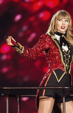 Welcome to Aesthetically Taylor--a top source for high quality edits and gifs of pop sensation. Taylor Swift Red Tour, Taylor Swift Outfits, Taylor Swift Album, Taylor Swift Hot, Live Taylor, Halloween Costumes For 3, Costumes For Women, Lady Gaga, Taylor Swift Pictures