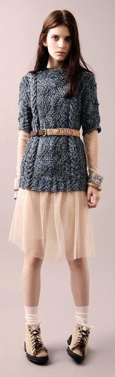 """J.W Anderson SS 11 - j'adore le contraste grosse maille """"rustique"""" et robe voile délicat..."""
