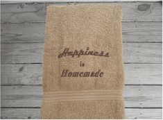 Happiness is Homemade Hand Towel, Country Farmhouse Living – Borgmanns Creations Kitchen Towels, Kitchen Decor, Red Towels, Rustic Home Interiors, Embroidered Gifts, Terry Towel, Country Farmhouse Decor, Happiness, Decor Ideas