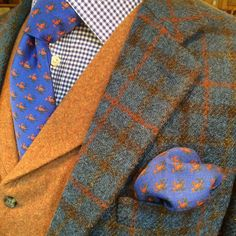 """dandyrogue: """" Sporty with ・・・ Woven for us on the Isle of Islay in the Inner Scottish Hebrides, our Islay Harris tweed jacket works perfectly with our new cashmere waistcoat. Costume En Lin, Harris Tweed Jacket, Tweed Jackets, Tweed Run, Mens Fashion Wear, Tweed Suits, Elegant Man, Gingham Shirt, Well Dressed Men"""