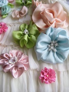 Ribbon flowers... On my to do list! Not really sure if I want to use satin or silk: http://www.ribbonjar.com/SearchResults.asp?searching=Ysort=2search=hana+silkshow=12page=1