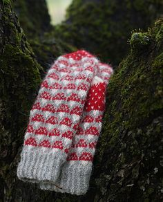 Free knitting pattern on Ravelry Fingerless Mittens, Knit Mittens, Knitting Socks, Hand Knitting, Knitted Hats, Loom Knitting, Knitting Charts, Knitting Patterns, Crochet Patterns