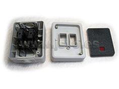 Pulsador luminoso estanco de superficie Electro dh 36.526/PL en color gris (Máx.: 10AX-250Vac~) - IP54 - Dimensiones: 80x50x65mm #electricidad #electricista #jsventaonline www.jsvo.es