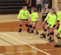 Wait for it.watch these gifs, they're all pretty good 😅🤣 Wtf Funny, Funny Memes, Hilarious, Super Funny, Really Funny, I Love To Laugh, Sports Humor, Funny Pins, Funny People