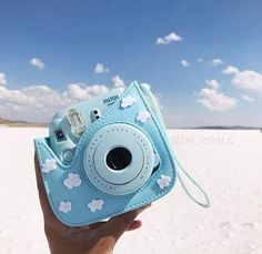 Polaroid Camera Instax, Polaroid Cases, Vintage Polaroid Camera, Cute Camera, Camera Art, Camera Hacks, Camera Lens, Leica Camera, Vintage Cameras