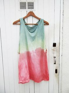 Tie Dye Top by armarioenruinas on Etsy, Casual Tops For Women, Surf Style, Custom Paint, Mens Tees, Casual Outfits, 21st, T Shirts For Women, Winter, How To Wear