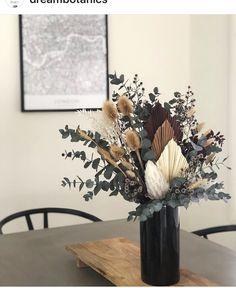 Dried Flower Arrangements, Floral Centerpieces, Vases Decor, Flower Vases, Dried Flowers, Flower Pots, Minimalist Home Decor, How To Preserve Flowers, Flower Decorations
