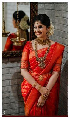 Kerala Hindu Bride, Bridal Sarees South Indian, South Indian Wedding Saree, South Indian Bridal Jewellery, Indian Bridal Outfits, Indian Bridal Fashion, Indian Bridal Wear, South Silk Sarees, Indian Weddings
