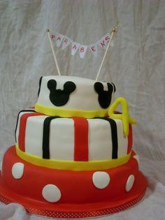 """#Bolos de aniversário, #cakeDesign, #cupcakes, #bombons, #bolachas, no #caseiropt por """"Doces e Docinhos"""" em Alfena"""