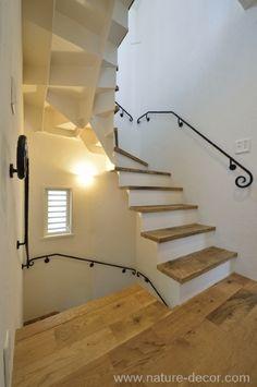 地中海の白い家 階段|HouseNote(ハウスノート)