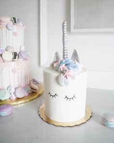 THis is the most gorgeous Unicorn cake!- See more Lovely unicorn party ideas on B. Pretty Cakes, Cute Cakes, Beautiful Cakes, Amazing Cakes, Unicorn Birthday, Unicorn Party, Unicorn Cakes, Unicorn Wedding, Cake Cookies