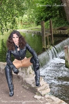 Get on your hands & knees at my feet Mark Shavick! Leather Tights, Leather Pants Outfit, High Leather Boots, Black Leather Gloves, Black High Boots, Thigh High Boots Heels, Hot High Heels, Lady Annabelle, Latex Boots