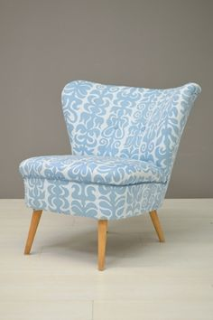 Cocktail stoel blauw/witte stof / Cocktail chair blue/white fabric 21631